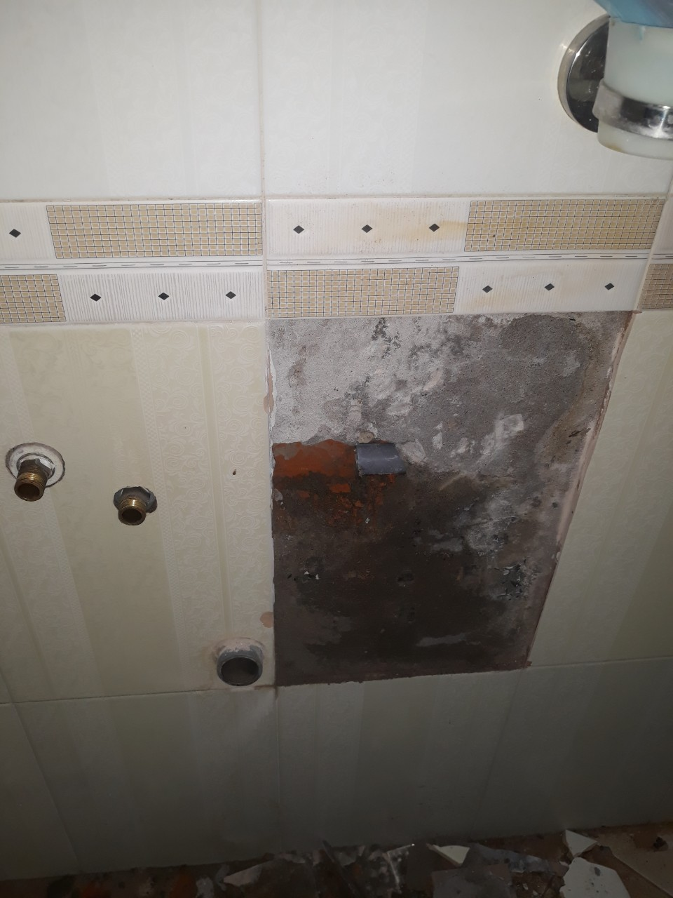 sửa ống nước âm tường bị hư